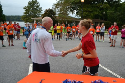 Head Coach Massey shakes Tom Jackson, the overall winner in the age group 40+.