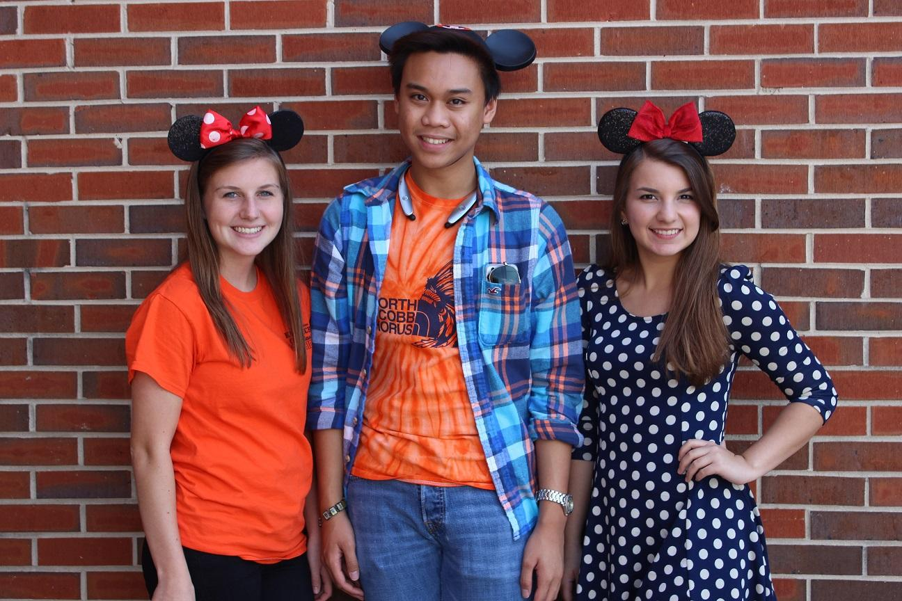 Seniors Hannah Geil Linda Rivera And Sopre Clint Bacarra Smile Brightly For Minnie Mickey