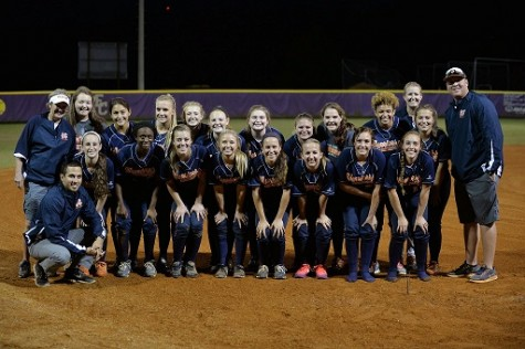 Team poses for their final photo together for the 2014 season.
