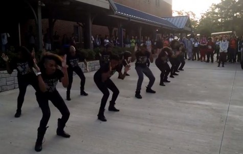 Step Team celebrates Homecoming week with impromptu courtyard performance