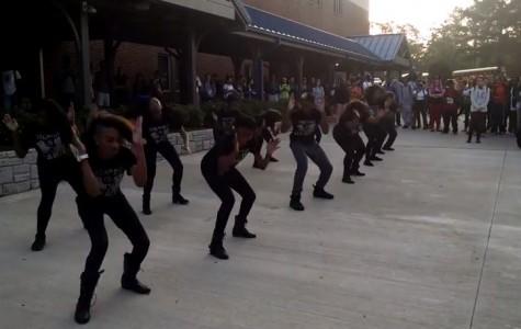 Step Team celebrates Homecoming week with impromptu courtyard performance