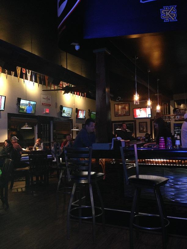 A+new+pizza+oven+draws+in+crowds+to+the+local+restaurant%2Fbar+The+Grille.+