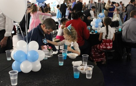 Acworth Parks and Recreation hosts annual Daddy-Daughter dance featuring Frozen-inspired theme