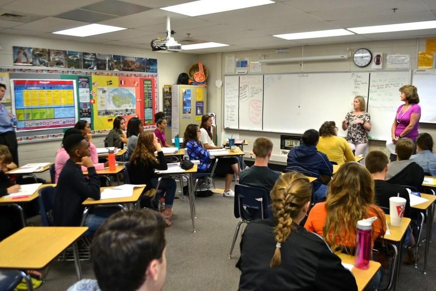 Counselors+Brie+Perozzi+and+Dr.+Linda+Shealy+talk+to+the+Magnet+senior+bundle+during+third+period+about+college+applications+and+tips+to+write+better+essays.