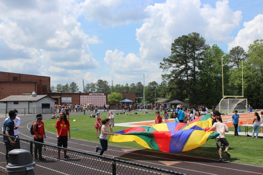The carnival's activities included parachutes, inflatable slides, and various sports games.