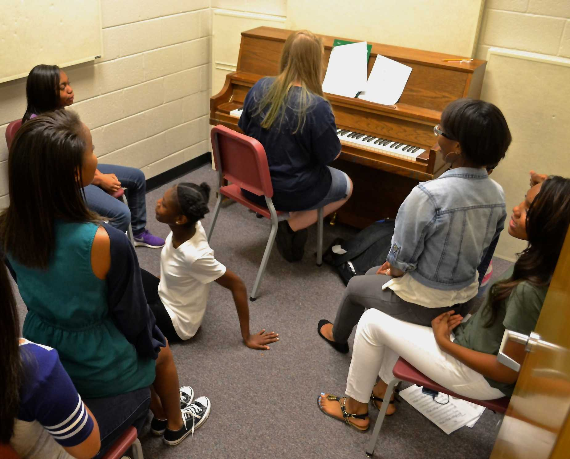 Chorus class sings their way into the school year for their third sectional group meeting of the year. Sectional groups practice singing in individual rooms to perfect their tone and pitch. Alto 2 leader and junior Kara Yancy plays piano while fellow chorus members sing along, practicing for their first concert on November 16.