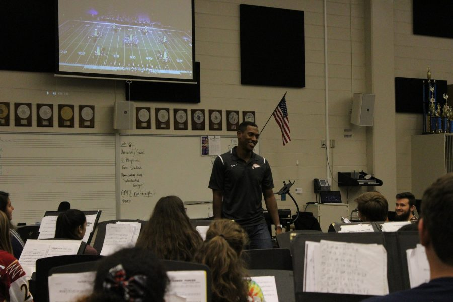 Frazier+laughs+and+enjoys+teaching+band+class+as+they+watch+footage+of+halftime+performances.+