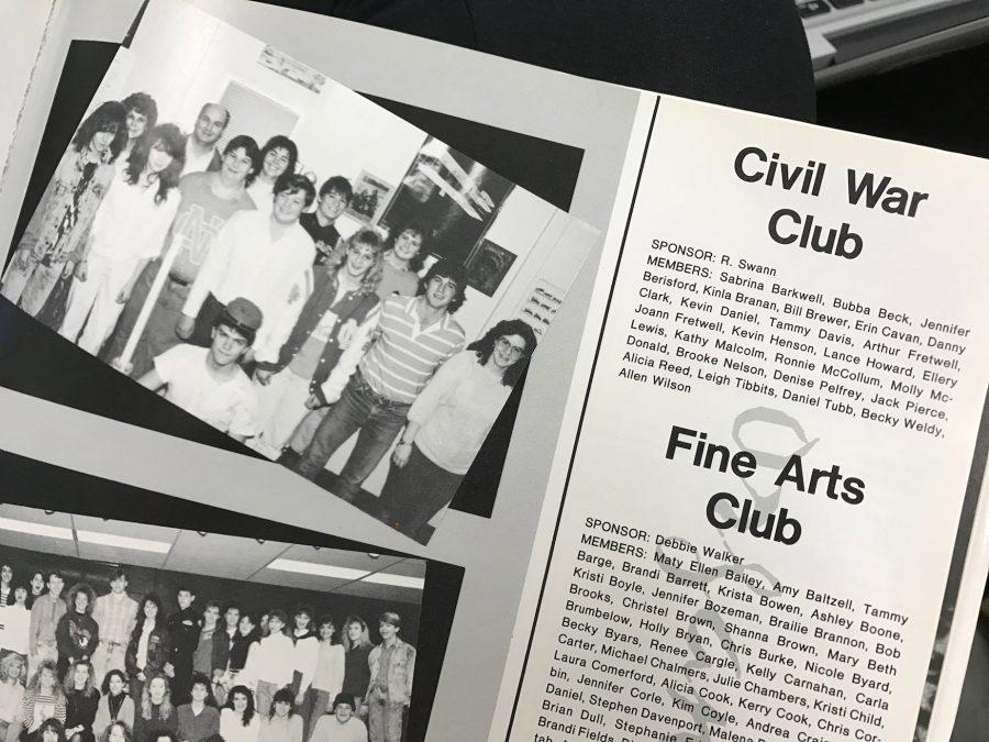 Students in 1989 gather together for the Civil War Club.