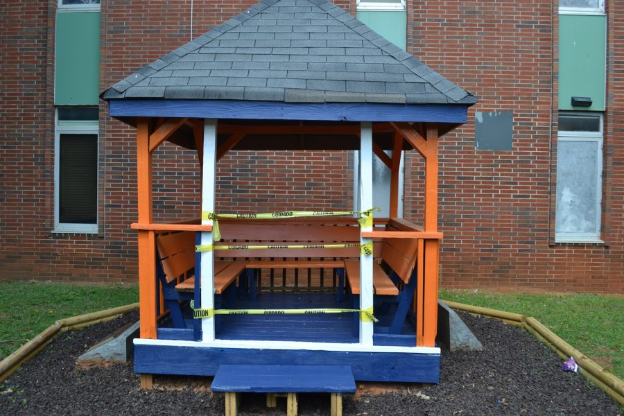 The gazebo in the senior courtyard of 1986 continues to undergo construction. The new coat of paint brings the area to life. Students enjoy the burst of color outside of the classrooms.