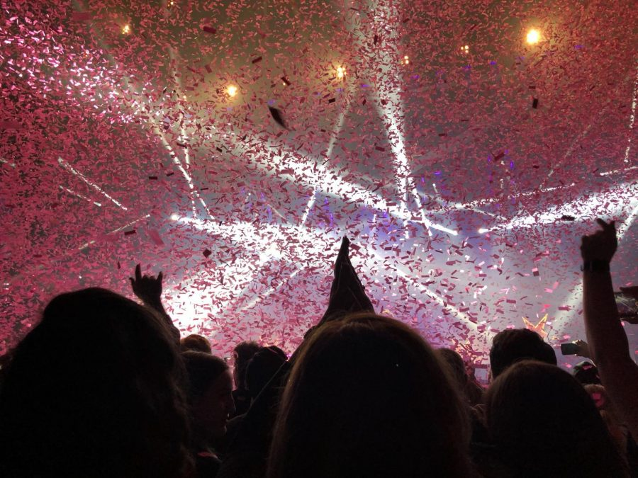Confetti+flew+into+the+air+as+fans+reached+out+their+arms+in+hopes+of+catching+a+few+paper+slips+in+their+pockets+as+a+souvenir+from+the+concert.+