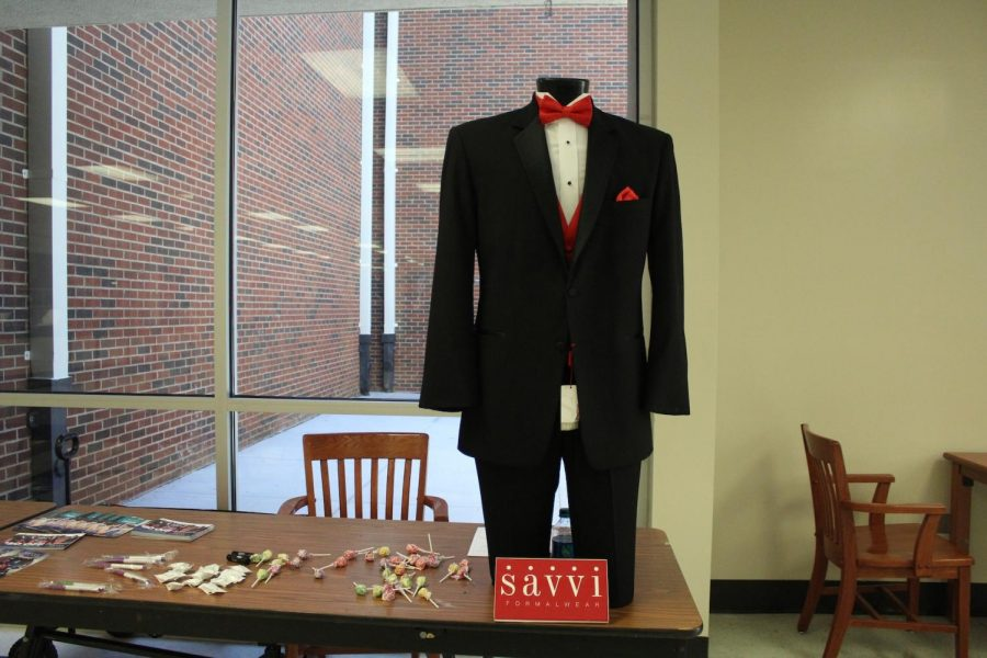 Savvi Formalwear rents out prom tuxedos with a $50 discount for students in the cafeteria. Representatives handed out pamphlets with tux designs and locations of Savvi Formalwear, as well as lollipops, chapsticks, mints, and free pens to those who signed up.