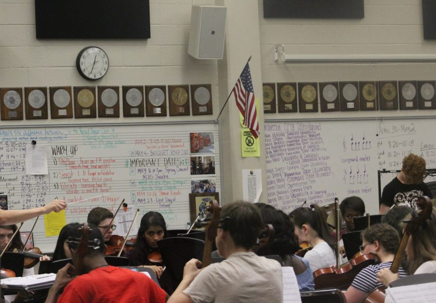 Orchestra students perfect their pieces in preparation of their Spring Concert tonight. The Spring Concert starts at 7:00 pm and will last until 10:00 pm. It is the last performance of the year and the final concert for many of the seniors in Chamber Orchestra and Concert Orchestra.