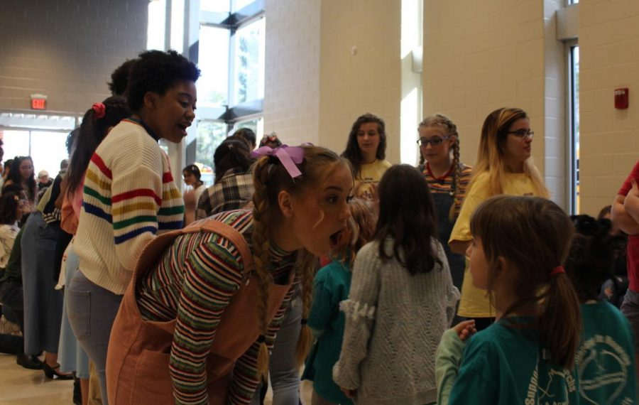 As+McCall+Primary+and+Kennesaw+Elementary+attendees+walked+out+of+the+theater%2C+the+cast+of+Junie+B.+Jones+said+their+goodbyes+with+high+fives+and+warm+smiles.+Meeting+their+favorite+characters+from+the+show+ended+their+field+trip+with+a+bang.+