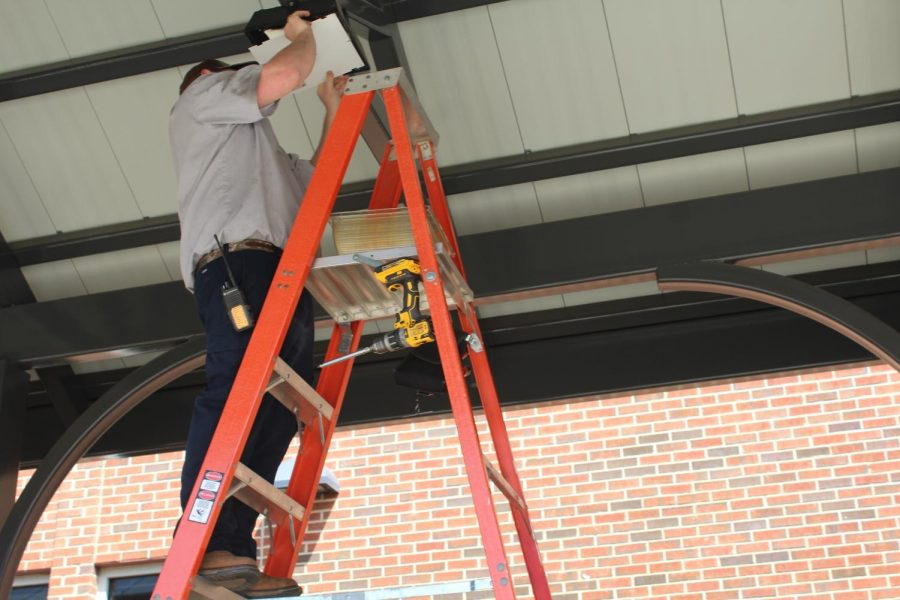 A hired technician replaced the normal lights in the panel, located under the courtyard hallway, with a new LED bulb. Known as Corn Cob LEDs, this version of the eco-friendly bulb gains its name from a resemblance to the eponymous vegetable. A recent creation in clean energy, benefits of these bulbs include longer lifespans and comparable energy output relative to tradition luminescent bulbs.