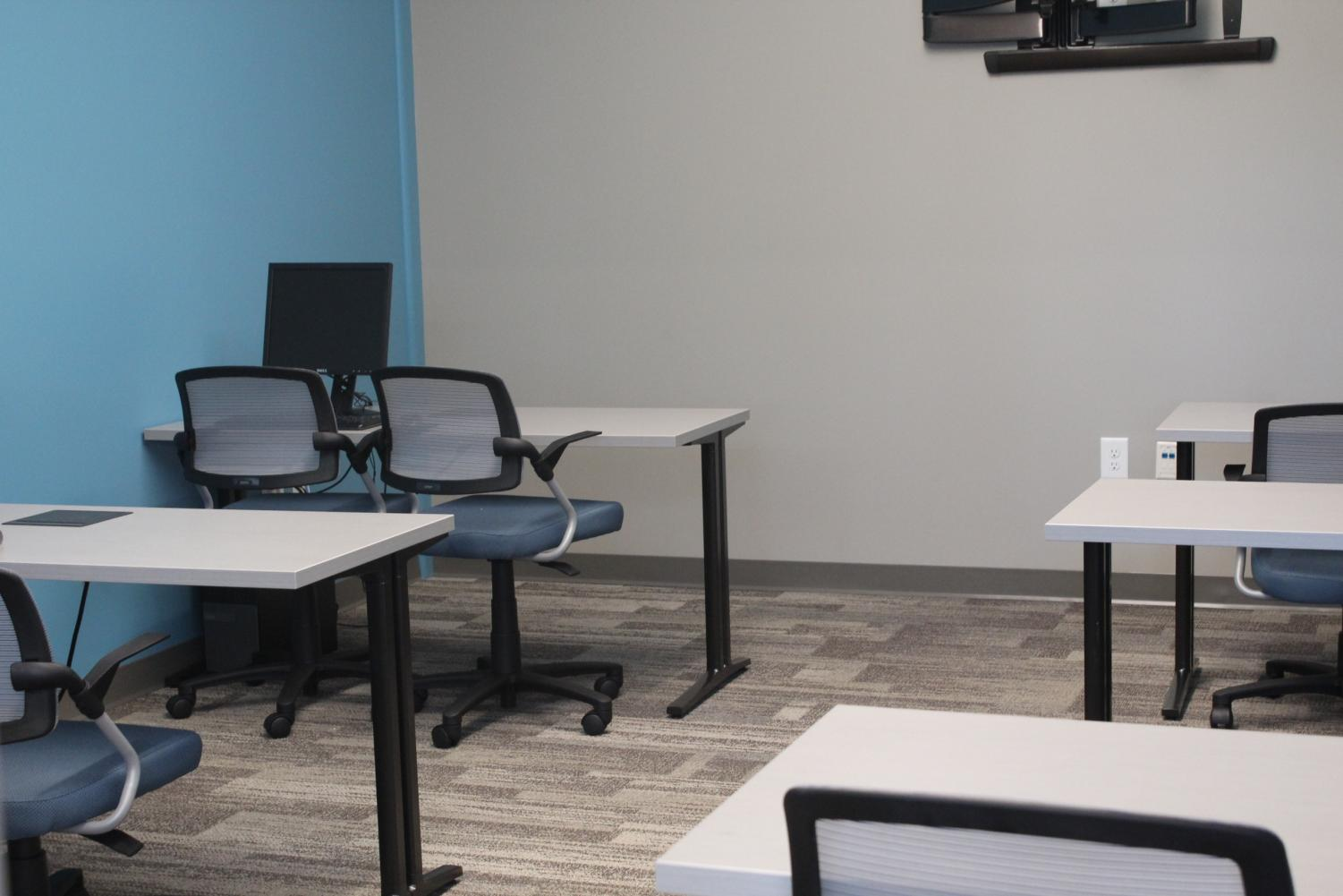 Many+different+teachers+and+students+will+give+classes+on+technology+in+this+room.+The+classes+will+include+subjects+like%2C+how+to+check+email%2C+how+to+use+Microsoft+services.