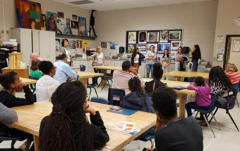 A student panel full of Magnet seniors answered prospective students' questions about the Magnet program and what all the program offers. This room specifically answered questions pertaining to how Magnet helped seniors pick out where they wanted to attend college.