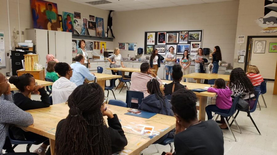 A+student+panel+full+of+Magnet+seniors+answered+prospective+students%E2%80%99+questions+about+the+Magnet+program+and+what+all+the+program+offers.+This+room+specifically+answered+questions+pertaining+to+how+Magnet+helped+seniors+pick+out+where+they+wanted+to+attend+college.+