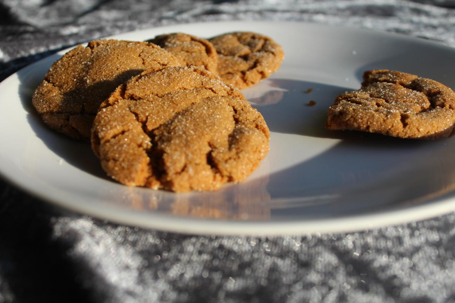 While not initially recognizable as gingerbread cookies, these treats retain the spices unique to gingerbread. Their taste, reminiscent of a grandmother's spice cabinet, evokes the same reaction as that of the traditional gingerbread cookie.